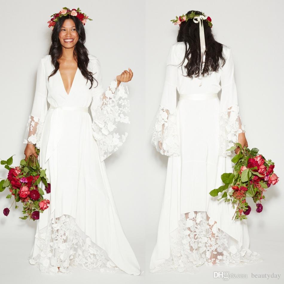 Vestidos de novia 2020 Estilo bohemio Hippie Playa Una línea Vestido de novia Más tamaño Vestidos de novia Manga larga Encaje blanco Gasa Sin espalda