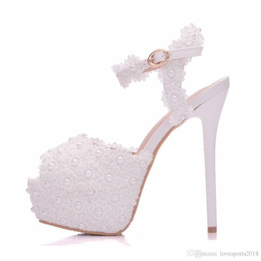 separation shoes 281b0 272ac Nuovi sandali bianchi fiori fibbia scarpe peep toe per le donne tacchi alti  moda tacco a spillo scarpe da sposa piattaforma perle sandali da sposa