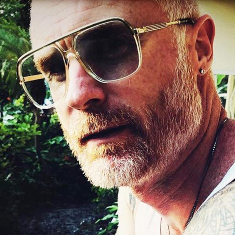 Compre MIZHO Marca De Gran Tamaño Marcos De Plástico Escudo Celebrity Gafas  De Sol Hombres Lente Espejo De Alta Calidad UVReal Corea Gafas A  31.44 Del  ... 5c23f0ae23e9