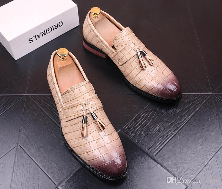 Sales da uomo Scarpe da uomo Dress Shoes Golden Tassel Black Homecoming Designer Scarpe Oxford 82