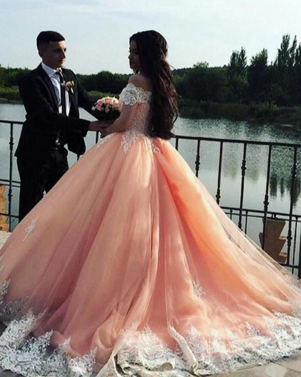 2019 White Lace Ball Gown Quinceanera Dresses Bateau Neck Short Sleeves Appliques Tulle Plus Size Sweet 16 Dresses Saudi Arabic Prom Dresses