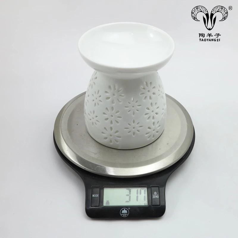 2018 Best sale popular style ceramic white candle holders for home and christmas decoration Aromatherapy container