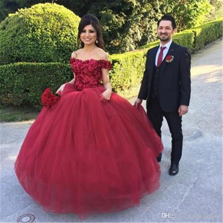 2018 Burgundy Ball Gown Quinceanera Dress Off Shoulder Ruffles Lace Applique 3D Flowers Puffy Long Sweet 16 Prom Evening Gowns Wear Vestidos