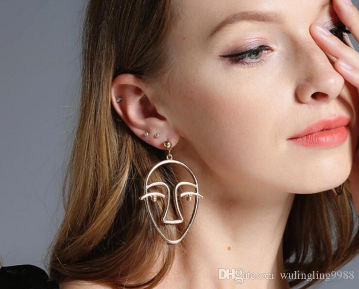 Neue europäische und amerikanische Schmucksachen Retro- einfache Persönlichkeit übertriebene Ohrringe Legierungsüberzug hohle Gesichtsohrringe Art- und Weisebolzen