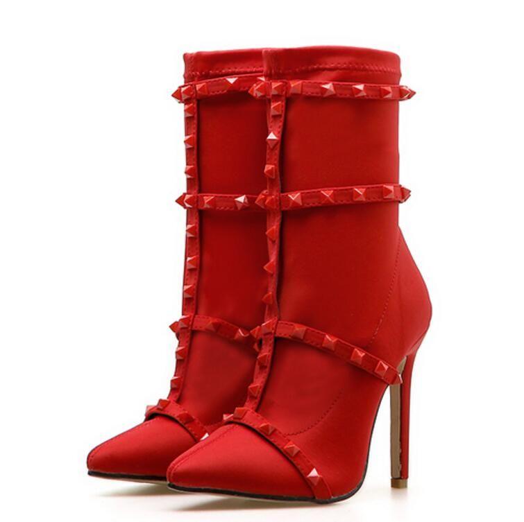 a9e2ae7ec9 Compre 2018 Nova Moda Feminina Rebites T Stage Sexy Salto Fino De Salto Alto  Dedo Apontado Mulheres Chelsea Botas Tornozelo Sapatos De Backpackers121
