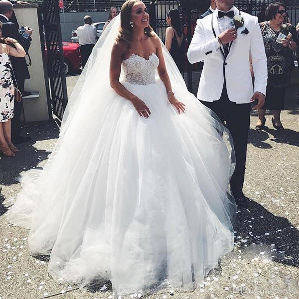 African Lace Wedding Dresses 2018 Sweetheart Backless Ball Gown Plus Size  Long Floor Length Bridal Gowns White Ivory Vestidos De Noiva Ball Gown  Wedding ... ad05e61eb4df