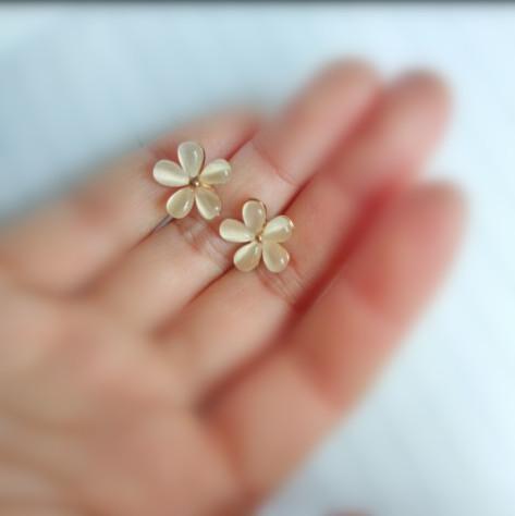 سحر الأزياء الكورية المجوهرات لطيف زهرة الكرز زهرة أقراط بيج 4ED32