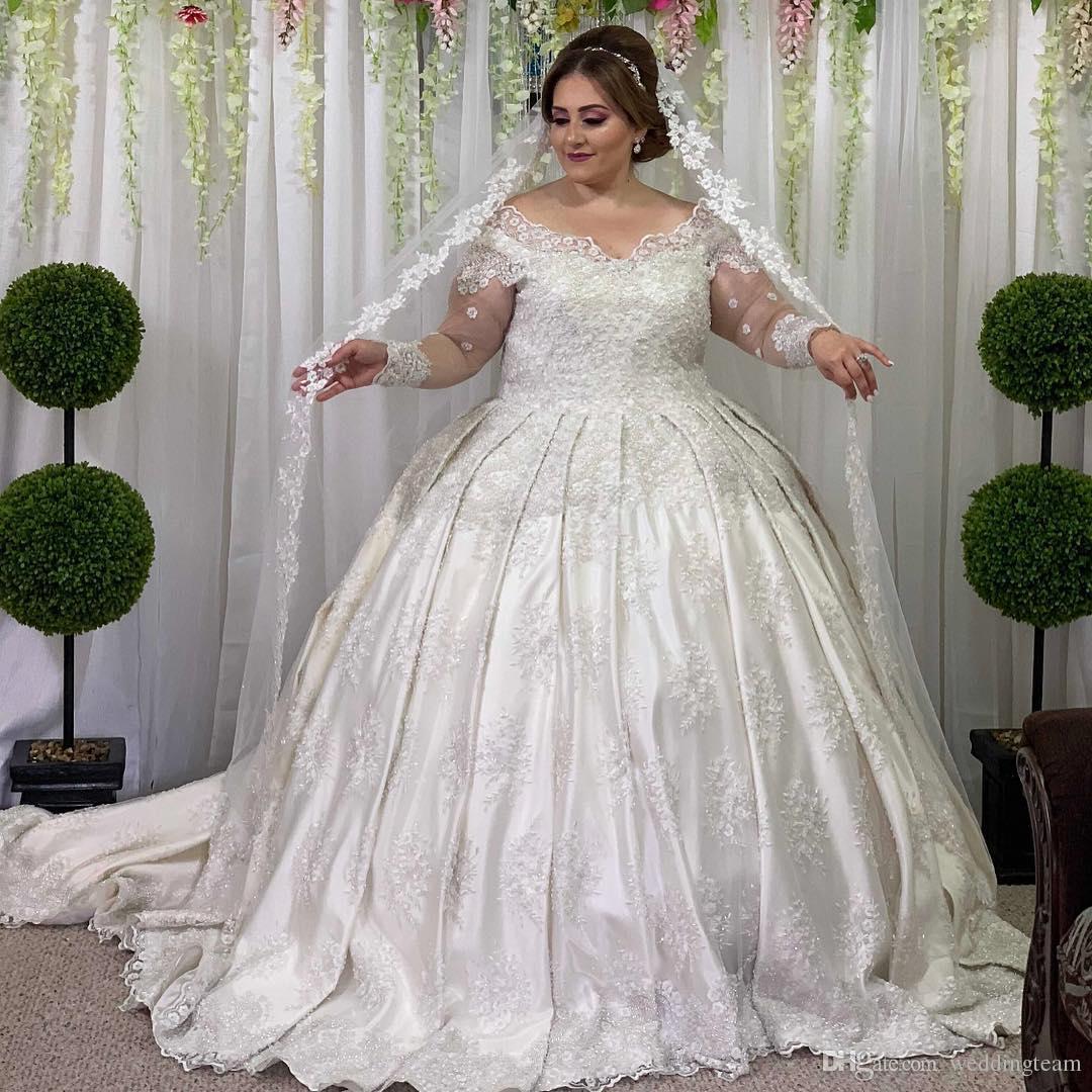 0209e4b22afa Acquista Vendita Calda Pizzo Plus Size Ball Gown Abiti Da Sposa Con Scollo  Av In Rilievo Maniche Lunghe Abiti Da Sposa Sweep Treno In Raso Abiti Da  Sposa A ...