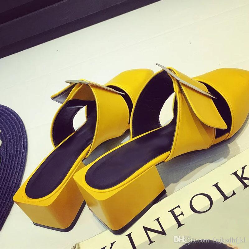 Compre 2018 Hebilla Sandalias De Cuero Medheel Cerrado Dedo Del Pie  Cuadrado Zapatillas Zapatillas Mujeres Verano Zapatos Zapatos Al Aire Libre  Diapositivas ... c81879b3cbe0