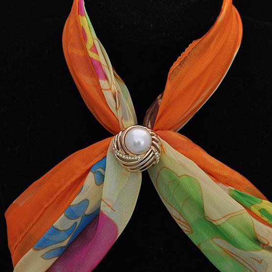 Soie haut de gamme boucle foulard nouveau modèle fait en écharpe usine Yiwu deux avec forage d'eau de polissage vêtements poli vente directe Brooch