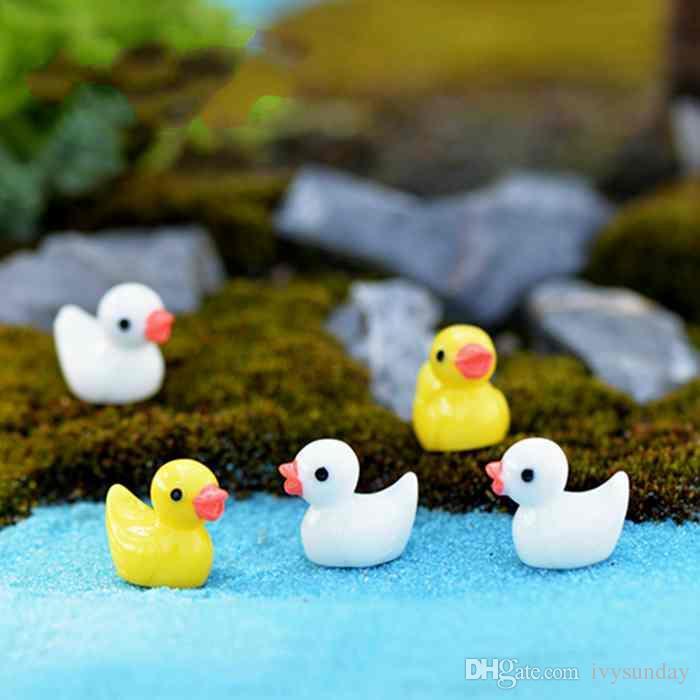 Mini resina colorata Duck Cartoon Doll Ornament Toy Moss Terrarium Micro Paesaggio Decorazione Fata Accessori da giardino Materiale Zakka fai da te