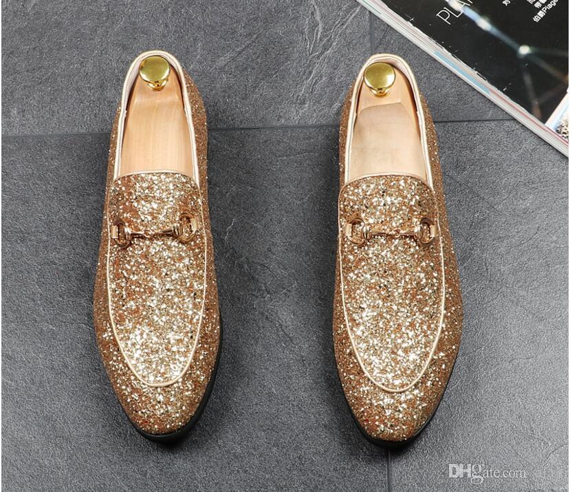 Yeni Lüks erkek Moda Rahat Ayakkabılar Altın Glitter Eğlence Perçinler Loafer'lar üzerinde Kayma Ayakkabı Adam Parti Ayıklaması Elbise AXX706