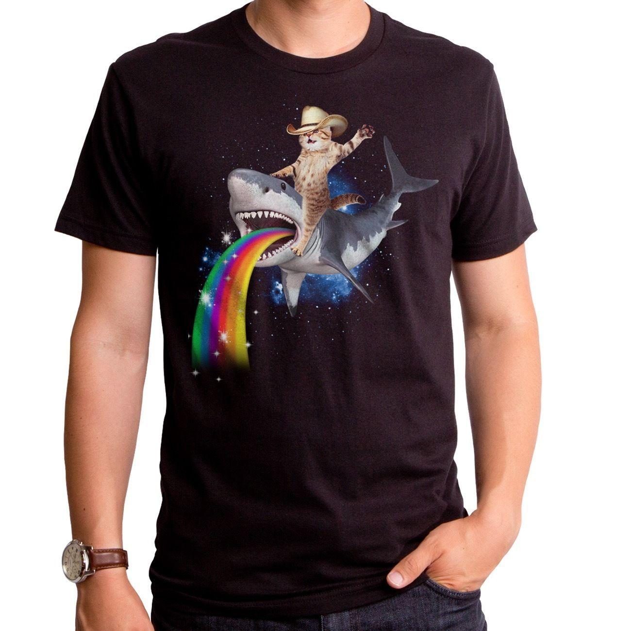 Acquista T Shirt Squalo Sharkaroo Con Cappello Da Cowboy In Sella Alla  Maglietta Shark Rainbow Adult S 2XL A  10.5 Dal Characterzone  211475cc6488