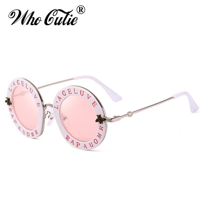 3c35a9c041 Compre QUIÉN CUTIE 2018 Gafas De Sol Redondas Pequeñas Mujeres Retro Moda  Lente Rosa Espejo Inglés Cartas Marco Señoras Gafas De Sol Sombras OM467  D18102305 ...