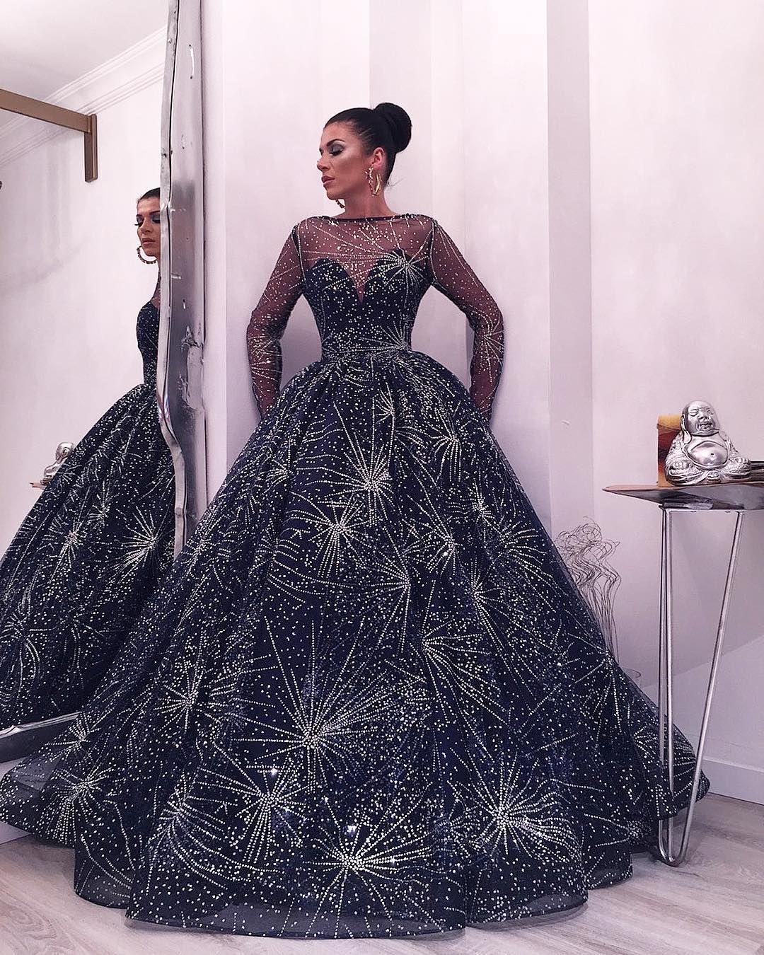 Großhandel Schöne Starry Gown Abendkleider Mode Bateau Neck Langarm  Flauschigen Abendkleid Luxus Dubai Saudi Arabien Promi Roter Teppich Kleid  Von