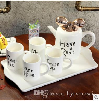 Compre Inglés Bone China Coffee Cup Set Europeo De Alto Grado Té De La  Tarde Té Creativo Taza De Cerámica Hogar Simple Taza De Té Negro A  70.36  Del ... 8c7ced468ff