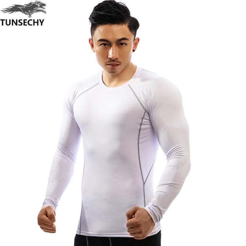 d2cf17cb87 Compre Mens Fitness Mangas Compridas Rashguard T Shirt Homens Musculação  Pele Apertada Térmica Compressão Camisas MMA Crossfit Workout Top Gear De  ...