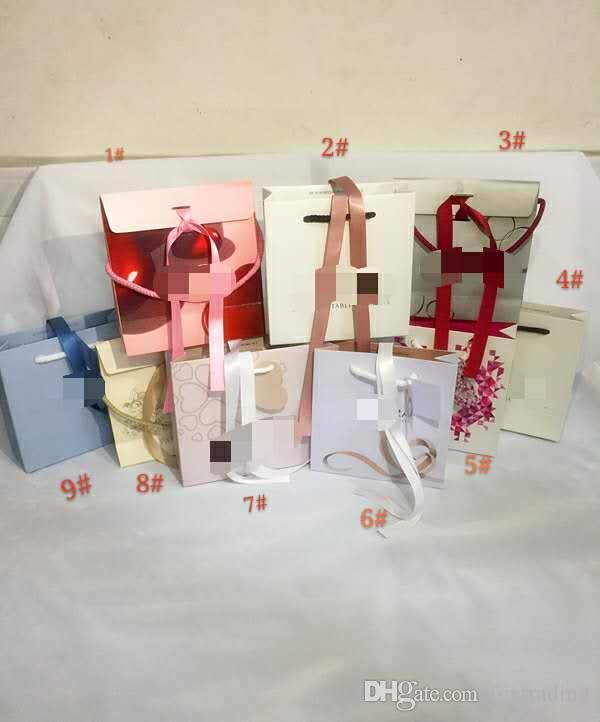 Weißer Pandoraart Kasten-flacher Schwamm oder Kissen innerhalb der Charme-Korn-Halsketten-Ohrring-Ring-Armband-Schmucksachegeschenkbox-Papiertüten Paket-Anzeige
