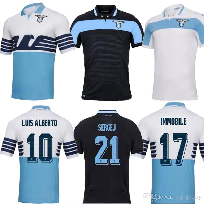79298c12b4061 Nueva Calidad Tailandesa Lazio Soccer Jersey 18 19 INMOBILIARIA Lejos De  Casa Blanca JEVIC LUIS ALBRTO BASTA F.ANDERSON Camiseta Negra Uniforme De  Fútbol ...