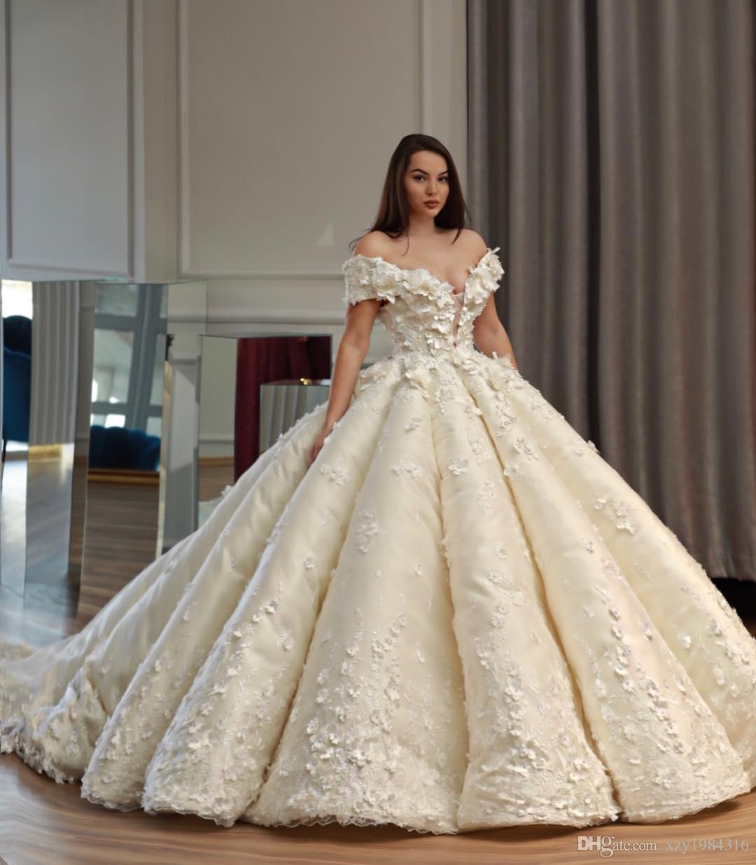 Saudi Dubai Princess Wedding Dress weg von der Schulter-Korn-3D Blumen Applikationen Tule Ballkleid Brautkleider Charming Arabien Brautkleid Brautkleid