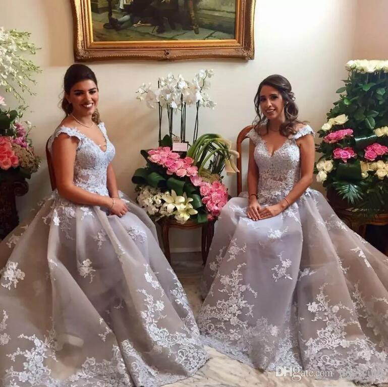 2018 Arabic Silver Prom Dresses V Neck Sleeveless Lace Appliques A Line Tulle Evening Gowns South Africa Custom Made Prom Gowns