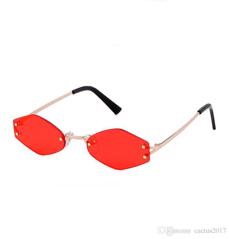 Compre Retro Irregular Rhombic Pequeno Olho De Gato Óculos De Sol Lente  Clara Mulheres Designer De Marca De Moda Pinhole Armação De Metal Vermelho  Prismatic ... 62d7ac762a