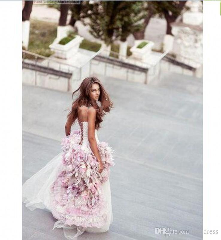 2019 New Sexy Praia Vestidos De Noiva Curto Frente E Longo de Volta Uma Linha Com 3D Flores Artesanais Ao Redor de Tule Hi-Lo Colorido Vestidos de Noiva