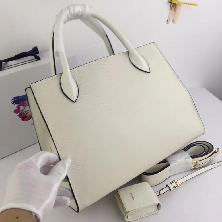 2018 New Ladies Bag with Imported Rough Cross Leather Imported ... 485b302a03f72