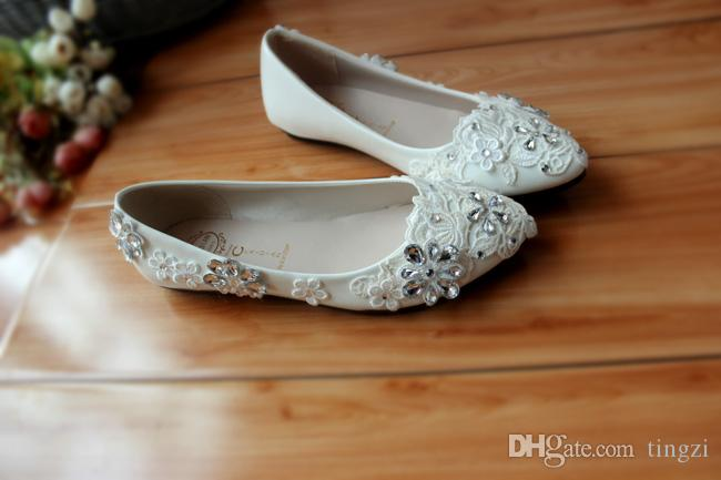 Clear Crystals Womens Shoes Low Heels 2018 White Wedding Shoes Slip On Lace Appliques Rhinestones Bridal Shoes Heels Kitten