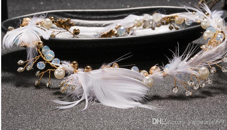 Feather headwear with sweet hair accessories, wedding accessories, wedding dress accessories.