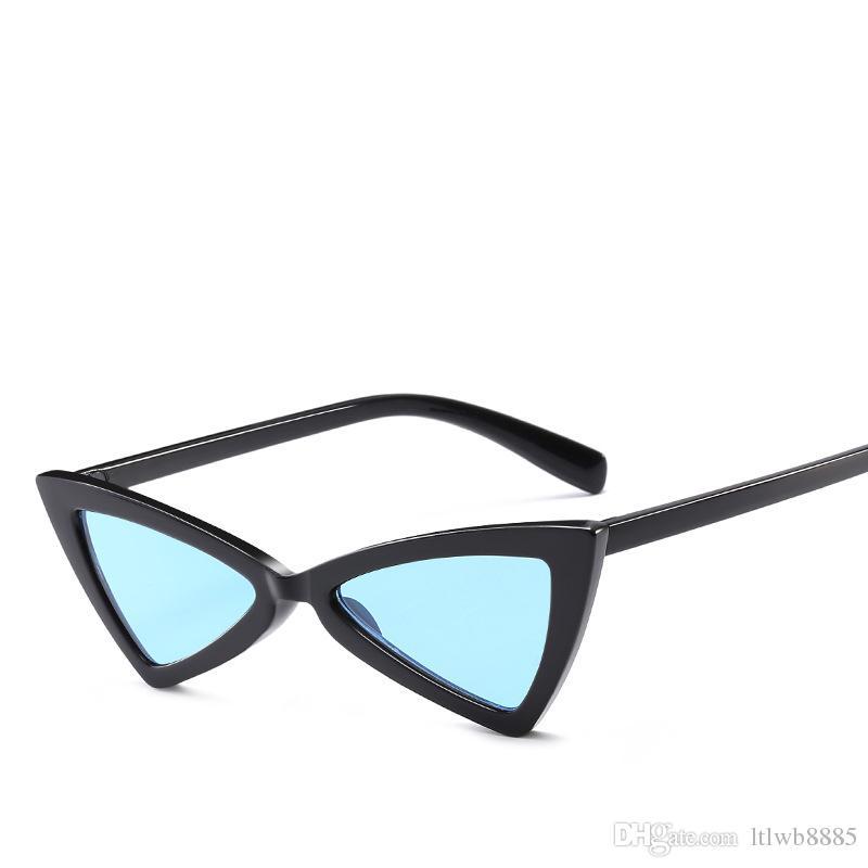 812d83c5d6786 Compre Chegada Nova Bonito Sexy Retro Cat Eye Sunglasses Mulheres Pequeno  Preto Branco 2018 Triângulo Do Vintage Barato Óculos De Sol Vermelho  Feminino ...
