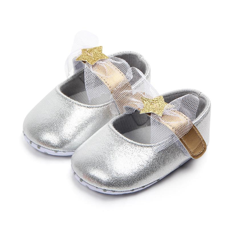 87d05c51d29b 2019 2018 Newborn Shoes Silver Bling Lace Bowknot Girls Princess Shoes  Wedding Party Dress Infant Footwear Soft Soled Baby From Qwinner