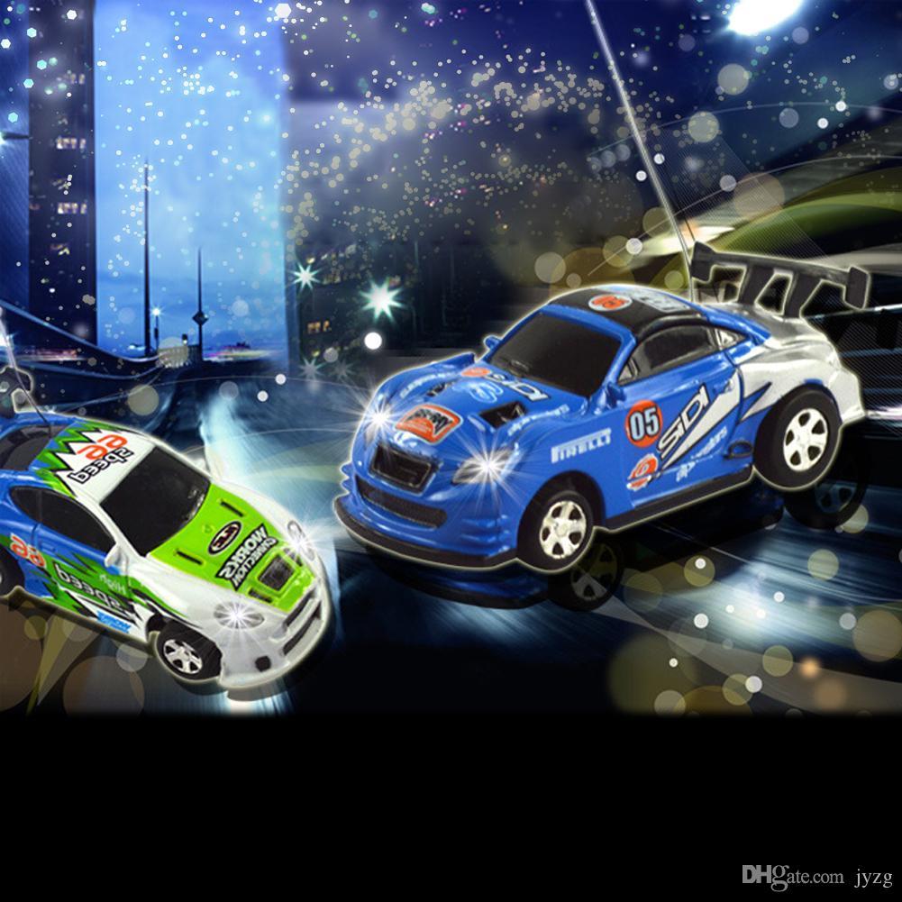 راديو التحكم عن بعد سباق السيارات للأطفال اللعب عالية السرعة البسيطة الكوك يمكن RC سيارة للأطفال هدية عيد الميلاد مع كتل الطريق