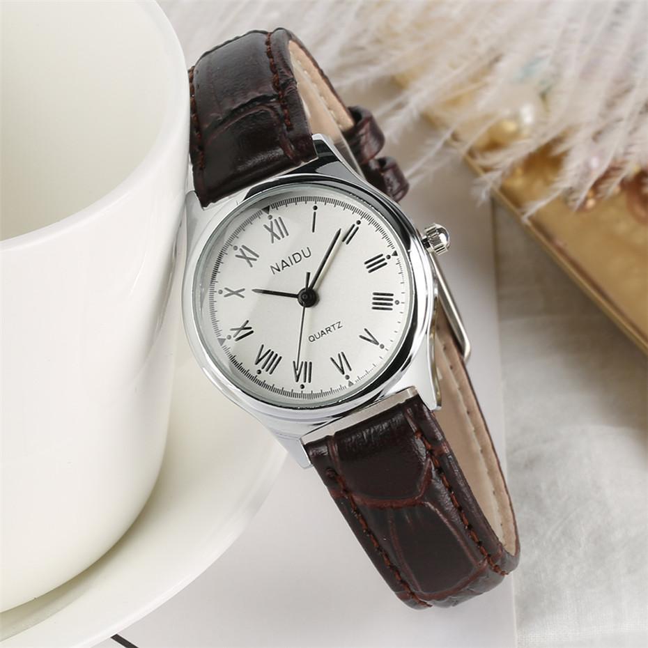 dfcf6d31f02 Compre Mostrador Pequeno Algarismos Romanos Senhoras Assistir Simples E  Elegante Pulseira De Mulheres Relógios Banda De Couro Negócio Feminino  Relógio ...