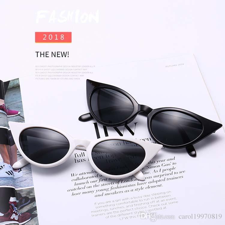 cbe60d0993 Compre Vintage 90s Small Cat Eye Sexy Women Gafas De Sol Diseñador De La  Marca Black Tint Cateye Fashion Sun Glasses Shades A $4.57 Del  Carol19970819 ...