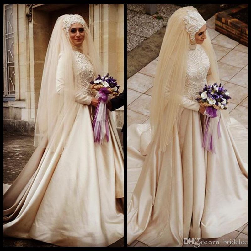 9e425fe2bbd Acheter 2019 Robes De Mariée Musulmanes À Manches Longues Champagne Une  Ligne Robe De Mariée Col Haut Avec Des Perles De Voile Hijab Perles Robes  De Mariée ...