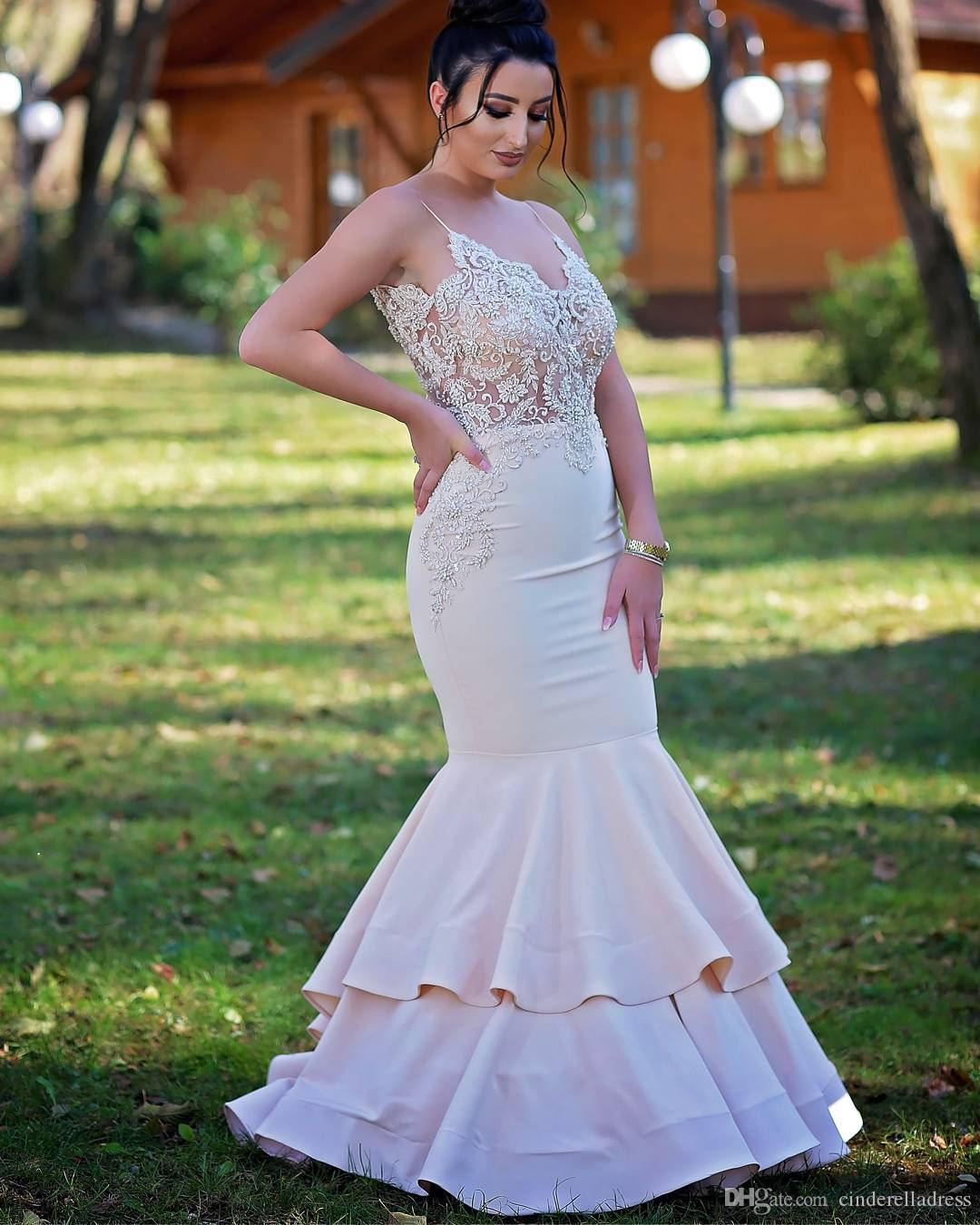 2018 Nigerian African Plus Size Prom Dresses Spaghetti Straps Lace Applique Cut Away Side Layers Skirts Formal Evening Gowns
