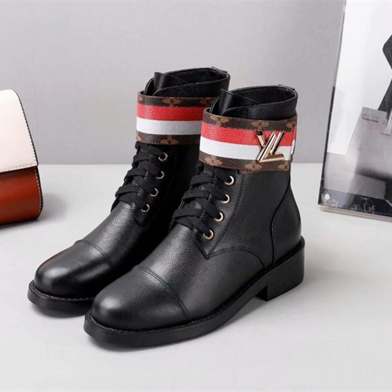 4183468bb598 Großhandel 2018 Luxus Berühmte Marke Schuhe Mode Sexy Leder Dicke Ferse Frauen  Stiefel High Heel Schuhe Runde Zehe Hohe Qualität Martin Stiefel Mädchen  Von ...