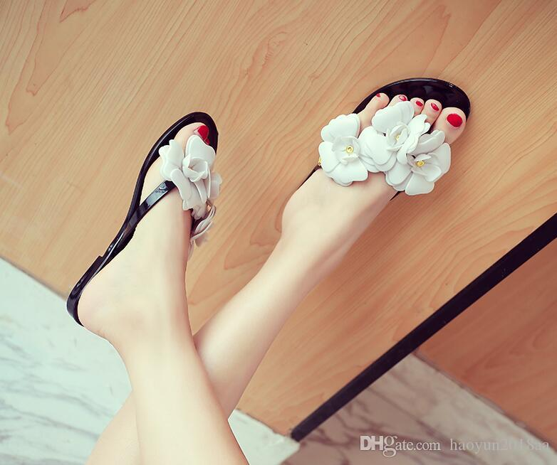 2018 summer small fresh camellia flip flops shoes flat flower sandals slippers jelly shoes clip toe beach tide shoes