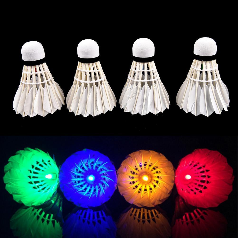 4Pcs Bunte LED Badminton Feather Federball Shuttlecocks Federbälle für Nacht Badminton