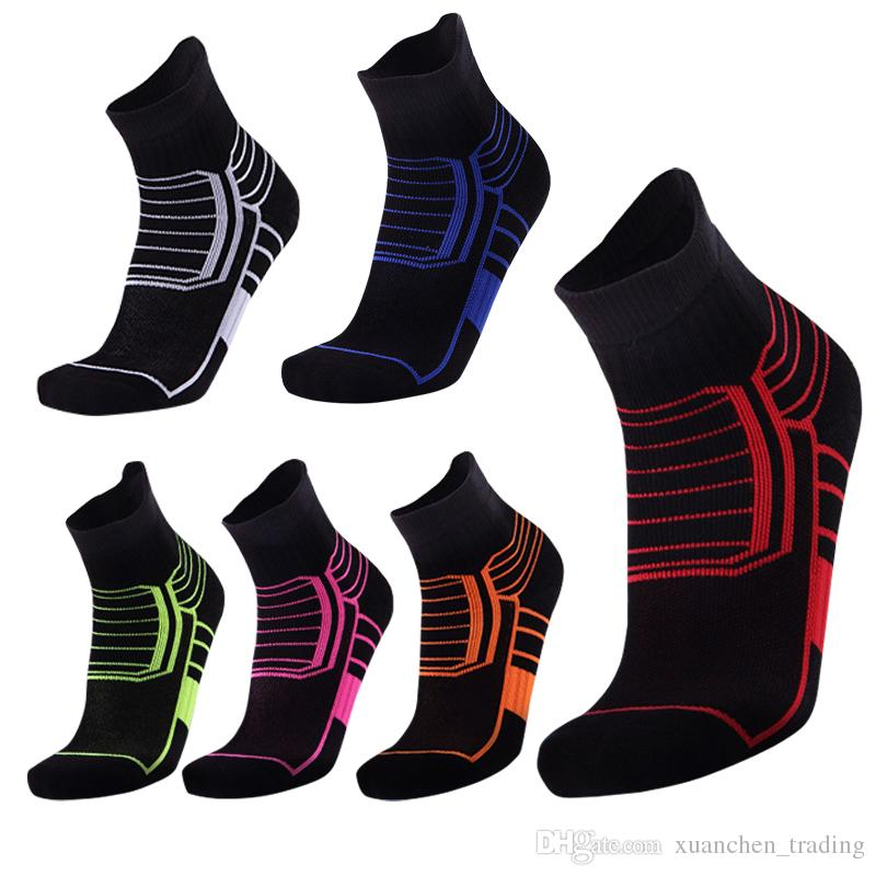 Wholesale Cotton Thickened Sports Socks Breathable Sweat Absorbing Outdoor Running Elite Basketball Sports Socks For Men & Women