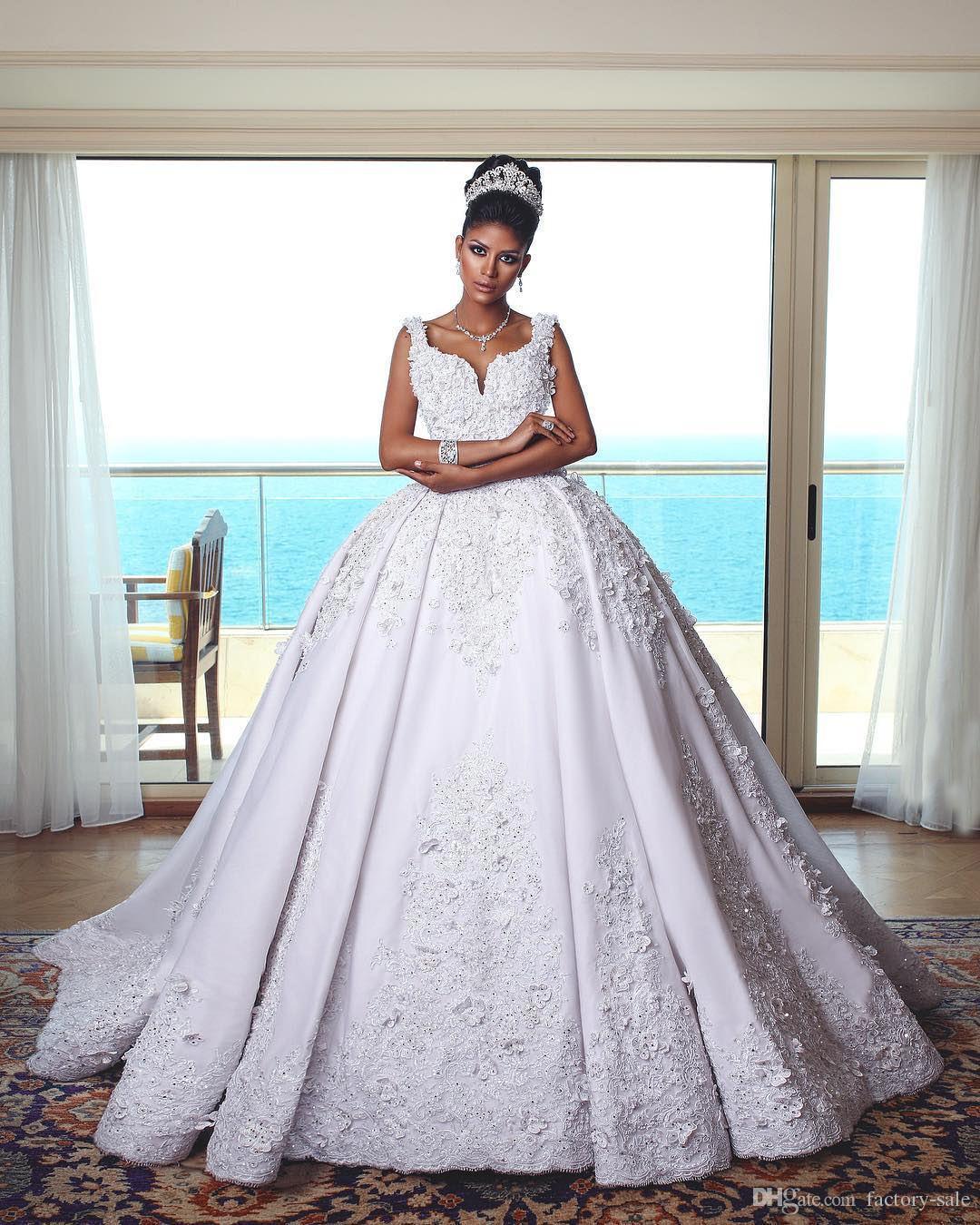 Luxe Princesse Nouvelle Arrivée Dentelle Robe De Bal Robe De Mariage Robes Profonde Cou V Train Applique Robe De Mariée Robes De Mariée Robe De Mariée