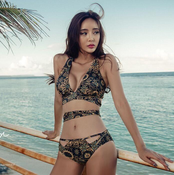 2018 New Split Sexy Bikini Hanging Neck Hollow Strappy Swimsuit