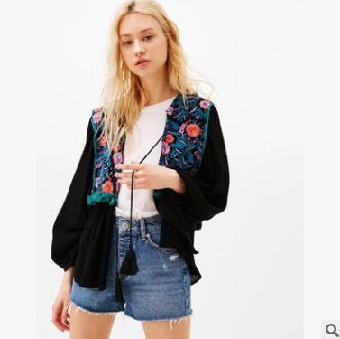 ace2b0cc5505 Spring women Cardigan tops Cuello redondo de manga larga con bordado de  flores de lentejuelas chaqueta de punto negro blanco ocio outwear Chaquetas