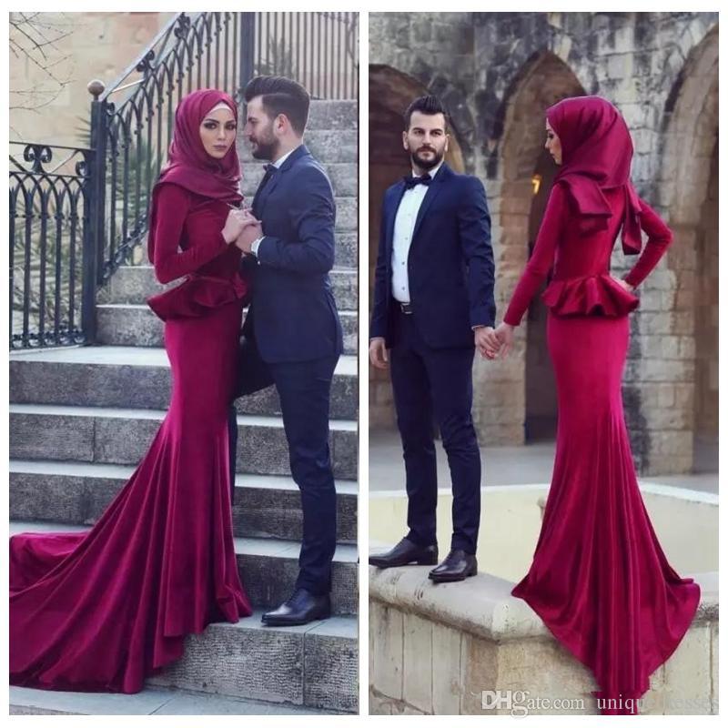 Acquista 2018 Splendida Musulmano Borgogna Prom Dresses Sirena Hijab  Maniche Lunghe Sweep Treno Abiti Da Sera Abiti De Fiesta Economici A  $107.64 Dal