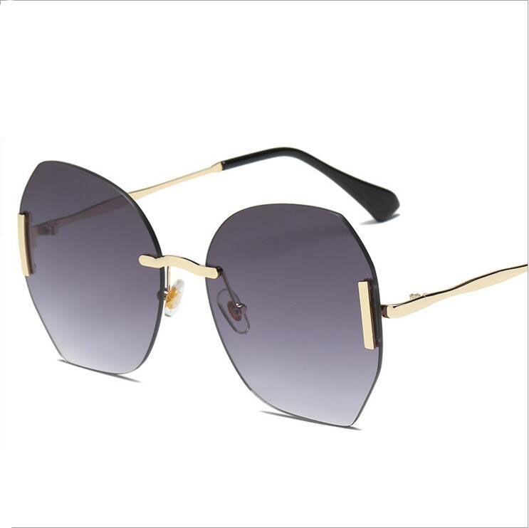 03a6577e5e8a9 Compre Oversized Quadrado Óculos De Sol Das Mulheres Designer De Marca  Grande Lens Mans Óculos De Sol Feminino Uv400 Quadro Transparente UV400 Oculos  De ...