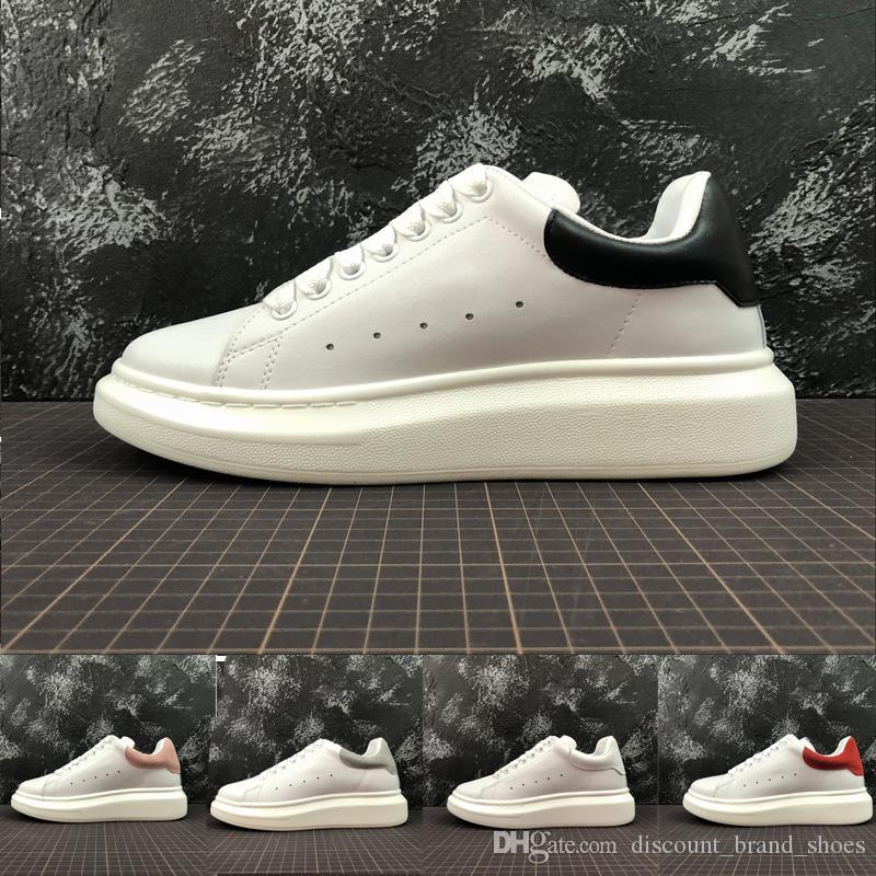 Compre Alexander McQueen Desconto Rainha 2018 Marca De Moda De Luxo  Designer De Calçados Femininos Alexander Branco Calçados Casuais MC Couro  Das Mulheres ... f6c661120daf1