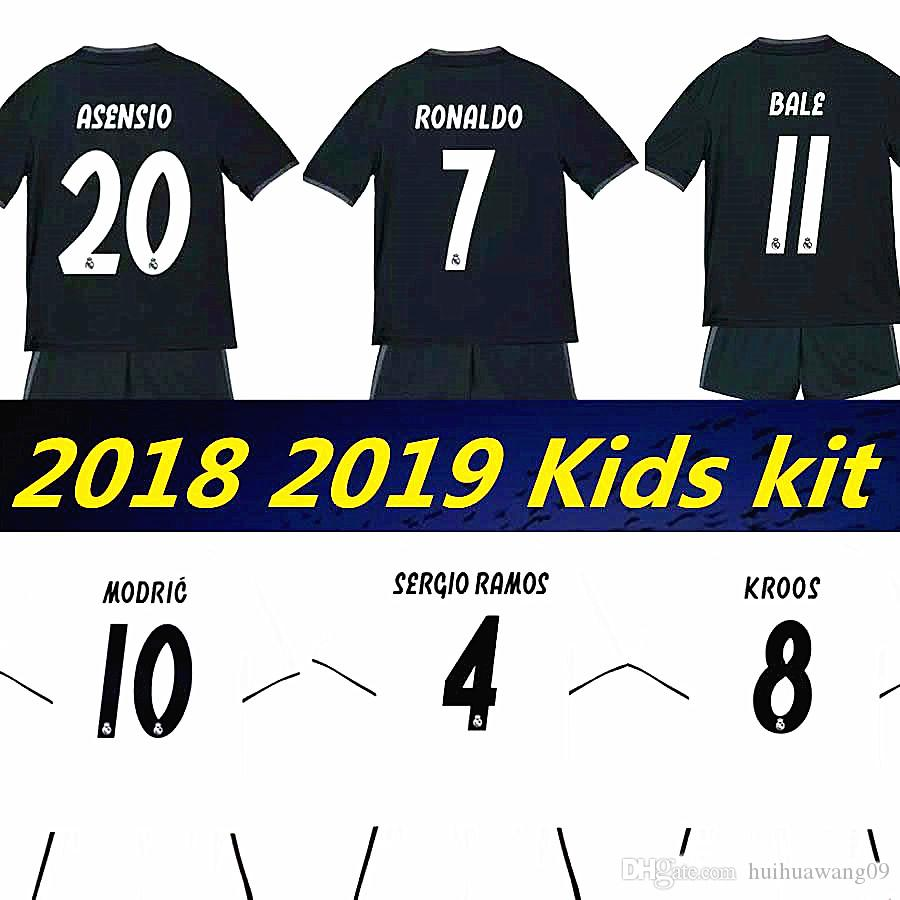 Compre 2018 2019 Kid Real Madrid New Kids Kits De Camisas De Futebol 18 19  RONALDO ASENSIO RAMOS BALE ISCO MODRIC Benzema Camiseta Kit De Futebol  Jerseys De ... 8d9c458afe7fd