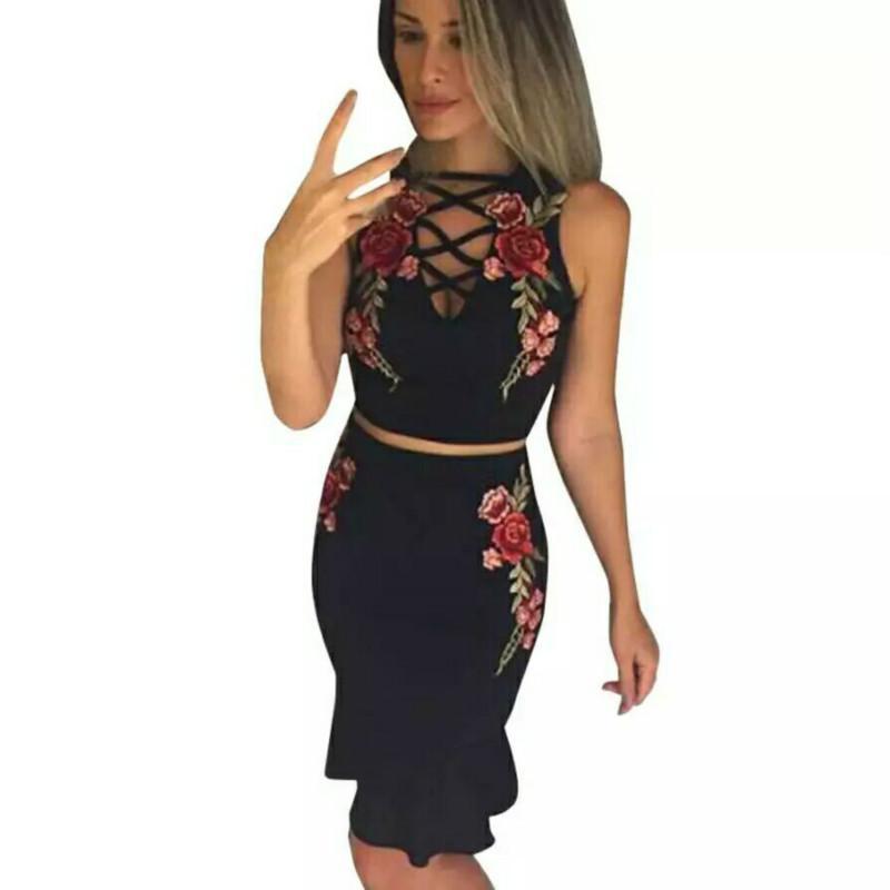 036346ee4fa56 Compre Conjuntos De Ropa De Verano Para Mujer Vendaje V Cuello Celeb Crop  Top Ruffles Flor Sexy Faldas De Dos Piezas Conjunto Ropa De Fiesta 2018 A   31.32 ...