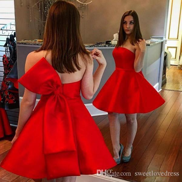 2018 красный без бретелек короткие платья домохозяйства домохозяйственные длина колена сатинированная линия лук коктейль платья на заказ